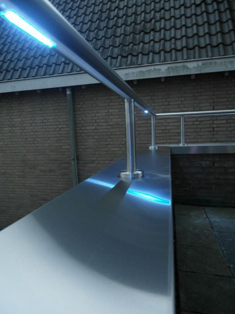 close up rvs leuning met led verlichting multicolour