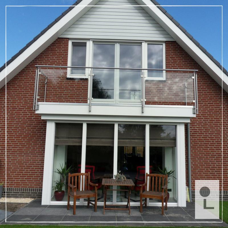 Glazen-balustrade-balkon-buiten-afscheiding