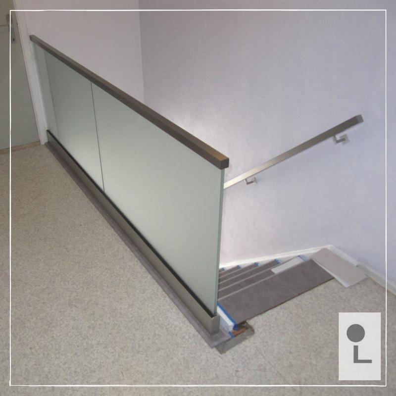 Glazen-balustrade-gematteerd-mat-vierkant