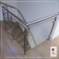 Glazen-balustrade-hoek-overloop