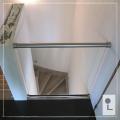 Glazen-balustrade-tussen-muren