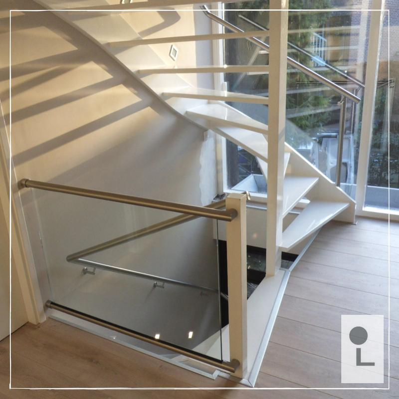 glazen-balustrade-zwevend-overloop