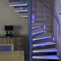 Lumigrip MonoColour systeem geintegreerd in balusters spiltrap met verlichting aan