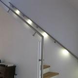 RVS allround trapleuning met MonoColour warm-wit en een extra leuning op het muurtje