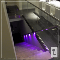 MultiColour-rechte-trap-balustrade-glas-verlichting