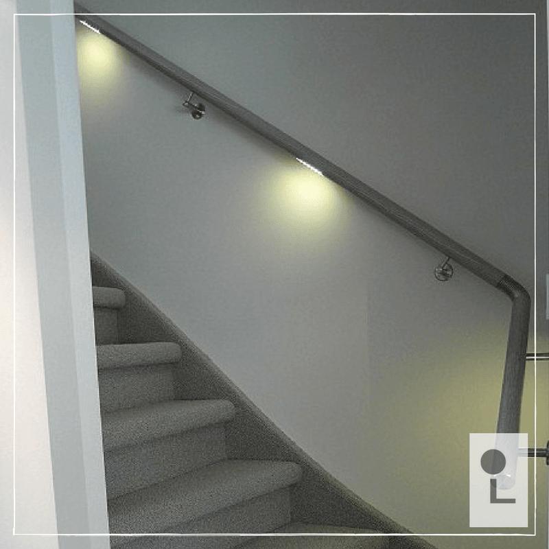 Houten trapleuning met LED verlichting - Lumigrip