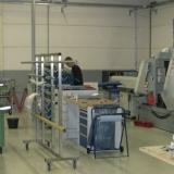 RVS werkplaats waar de trapleuningen en balustrades met LED verlichting worden gefabriceerd.
