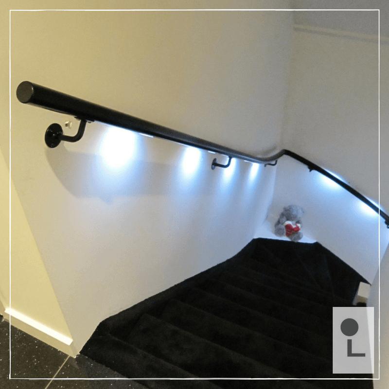 zwarte-trapleuning-kwart-trap-LED