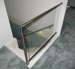 glazen-balustrade-zwevend